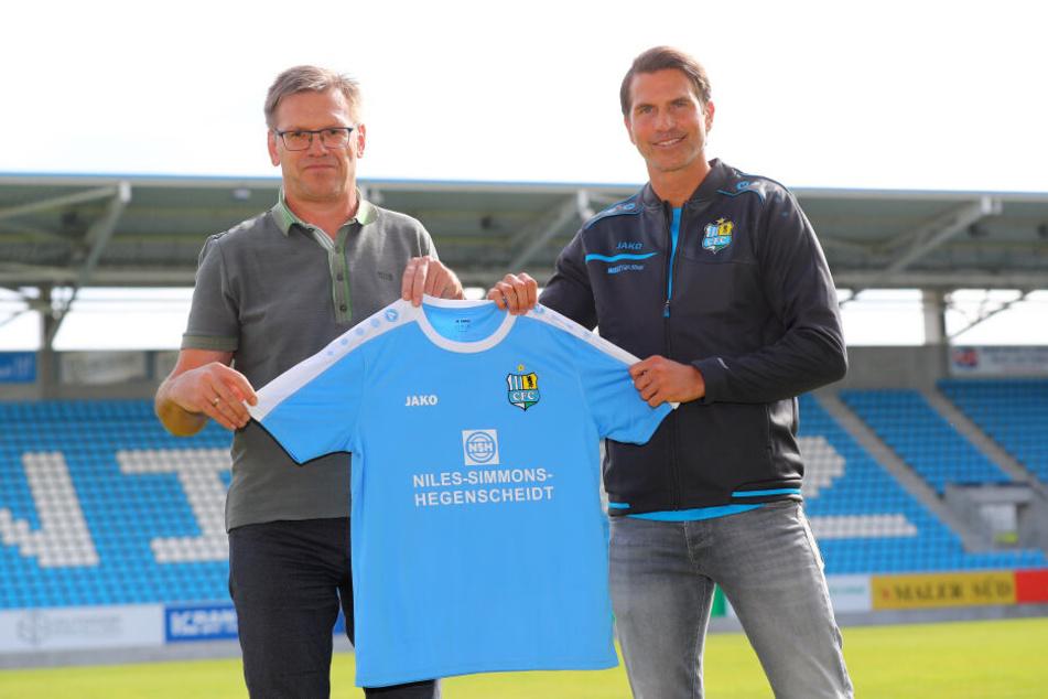 Uwe Hildebrand (l.) mit Coach Patrick Glöckner. Der Noch-Geschäftsführer traut dem Trainer zu, den CFC aus dem Liga-Keller herauszuführen und die Klasse zu halten.