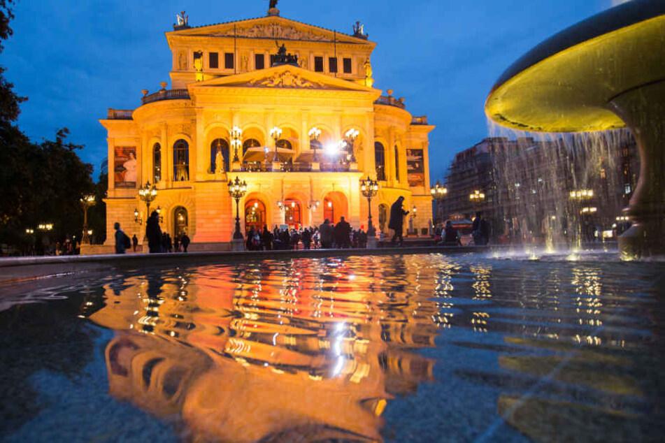 Auf dem Areal rund um die Oper findet das Festival statt. (Symbolbild)