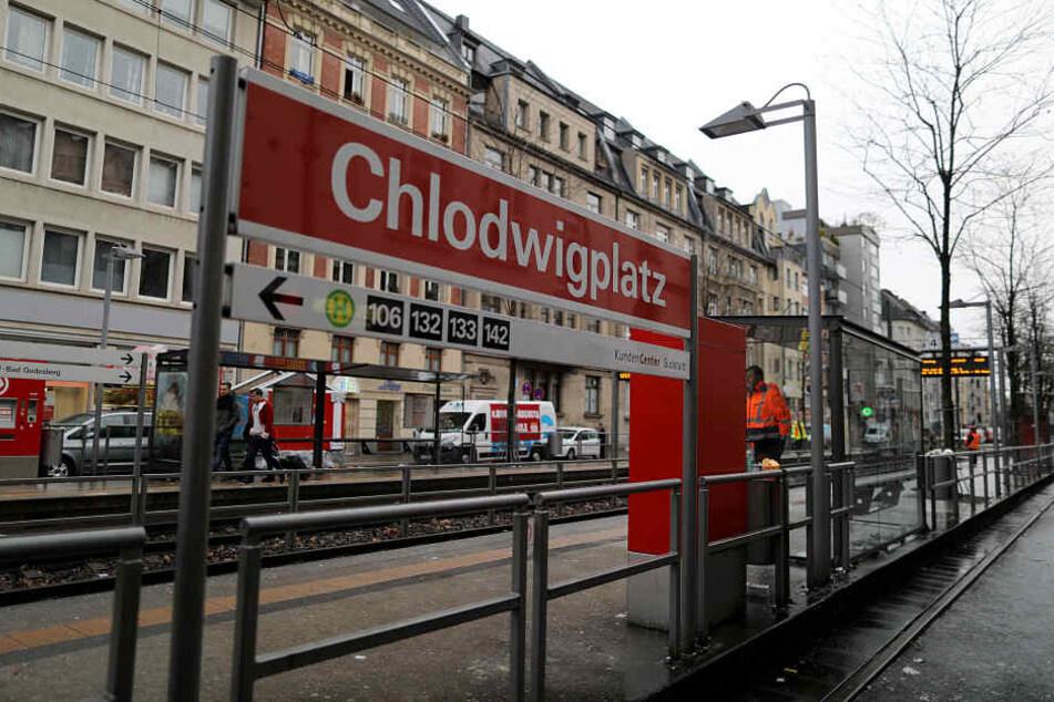 Nach dem Tod eines Mannes (32) an einem Kölner Straßenbahngleis sitzt der Verdächtige Schubser (44) in Untersuchungshaft.