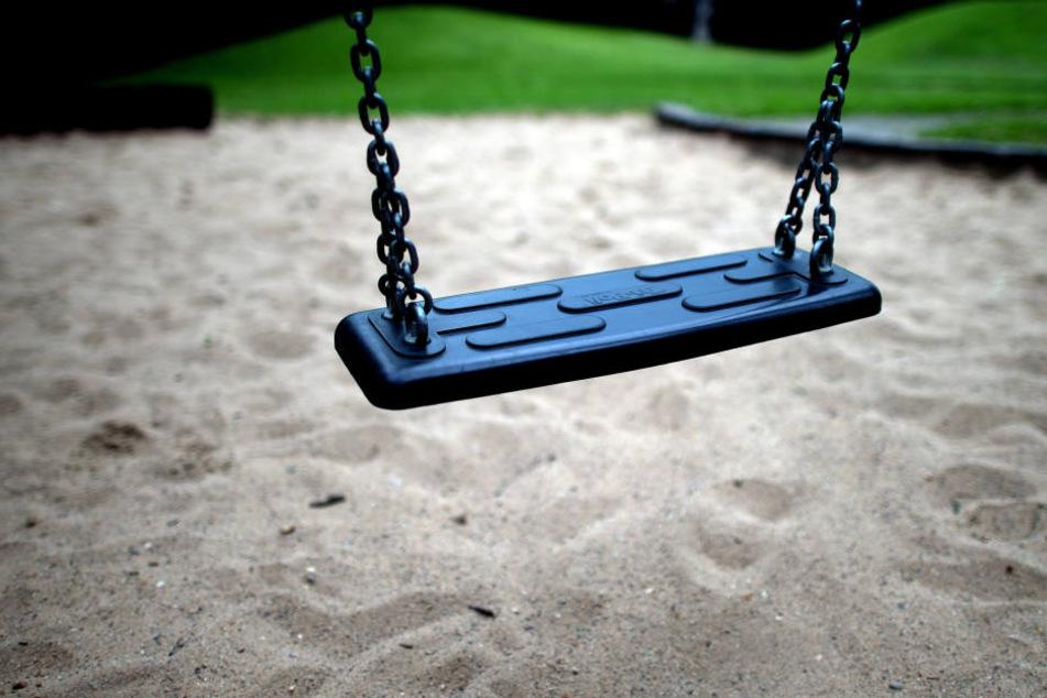 Entblößer lauert Mädchen auf sächsischem Spielplatz auf