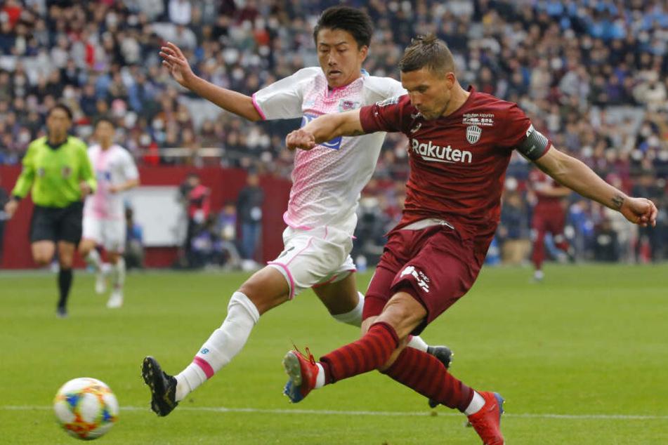 Lukas Podolski (33) - hier im Spiel gegen Sagan Tosu - erzielte am Sonntag sein erstes Saisontor.