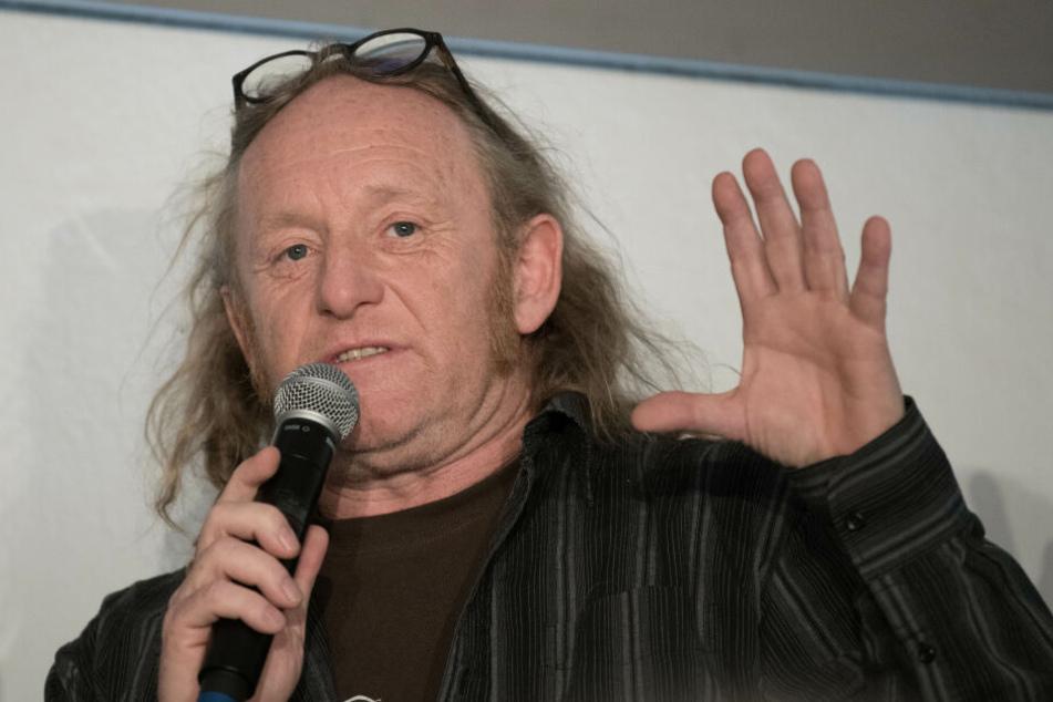 """Martin Eulenhaupt (Kulturkosmos) spricht auf einer Pressekonferenz zum Kultur- und Musikfestival """"Fusion""""."""