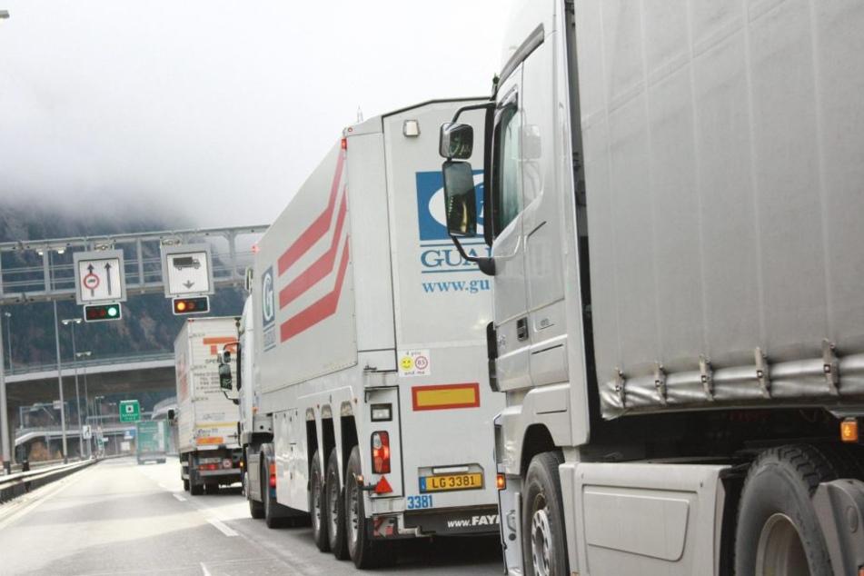 Ein Toter und viele Verletzte! Lkw und Auto krachen in Gotthard-Tunnel zusammen
