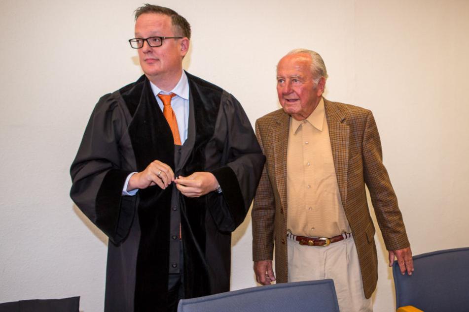 Johannes Gebbing Jr. (88, r.) und sein Anwalt Dr. Hannes Hartung. Den Kampf um die Jason-Gruppe läuft aktuell noch. Das Urteil des Oberlandesgerichtes Dresden steht noch immer aus.