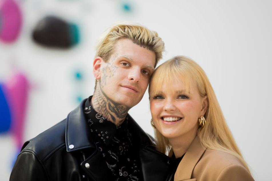 Bonnie Strange und ihr Freund Boris Alexander Stein nach einem Gerichtstermin im Landgericht.
