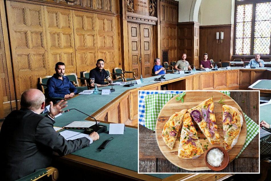 """Im August hörte sich Oberbürgermeister Sven Schulze (49, 1.v.l.) Sorgen und Nöte von Chemnitzer Gastronomen an. Das OB-Leibgericht: Einen ähnlichen Flammkuchen gibt es auch im """"La bouchée""""."""