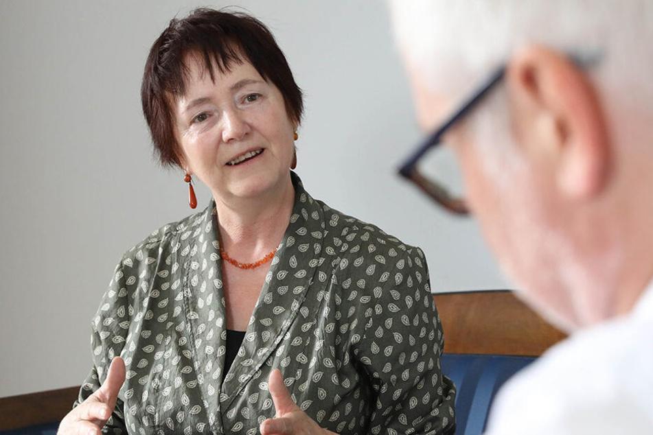 Seit 2002 engagiert im Amt: Rosemarie Pohlack beim Gespräch mit MOPO-Redakteur Torsten Hilscher (51).
