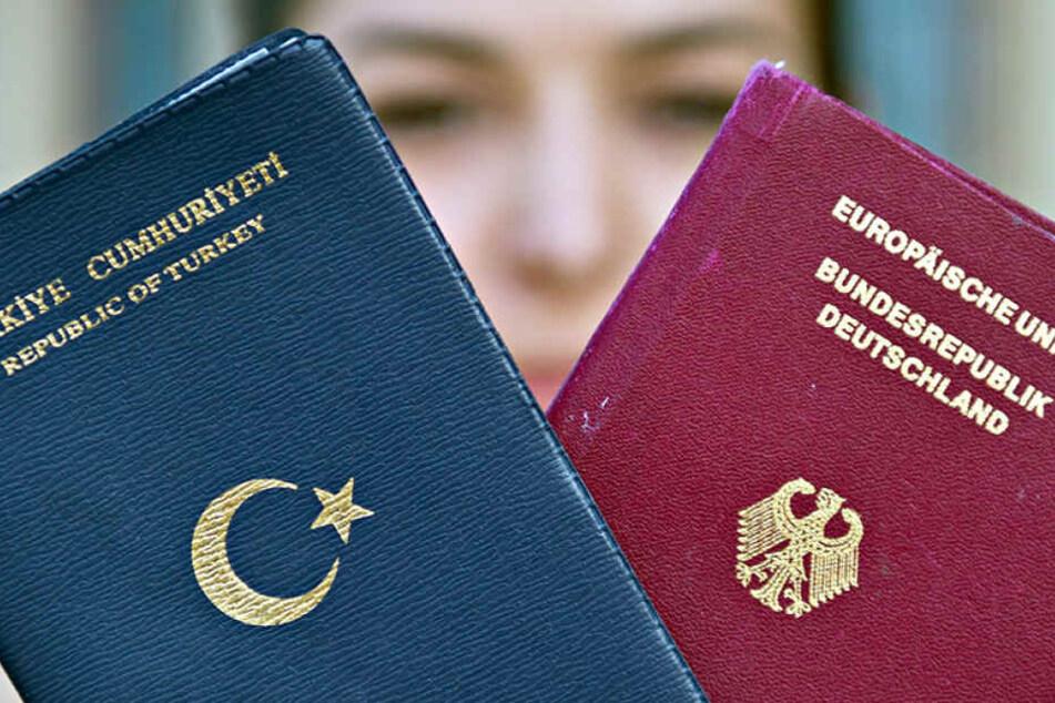 Die AfD will Kindern von Zuwanderern nur noch einen Pass zugestehen.