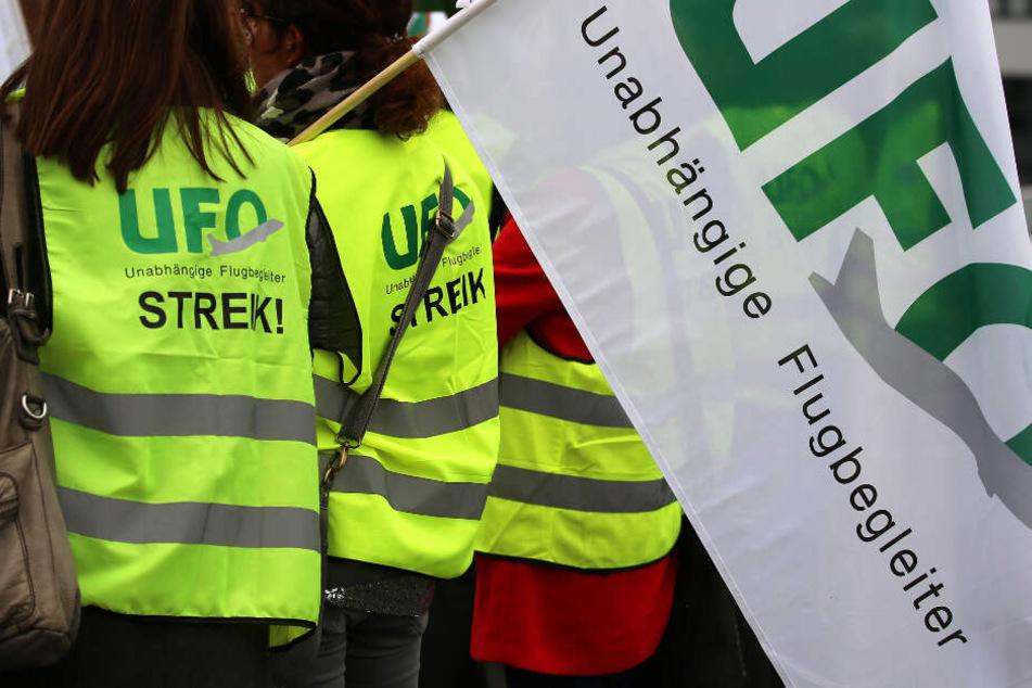 Die Gewerkschaft Ufo hat die Flugbegleiter zu einem Warnstreik bei der Lufthansa aufgerufen (Archivbild).