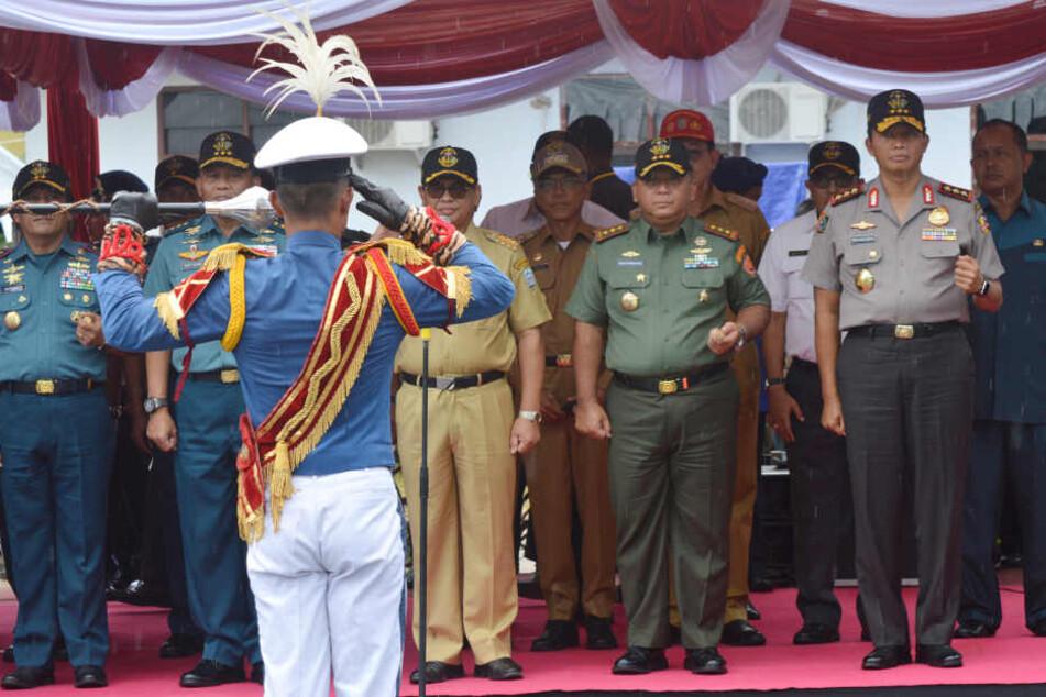 Indonesische Polizisten während einer Veranstaltung.