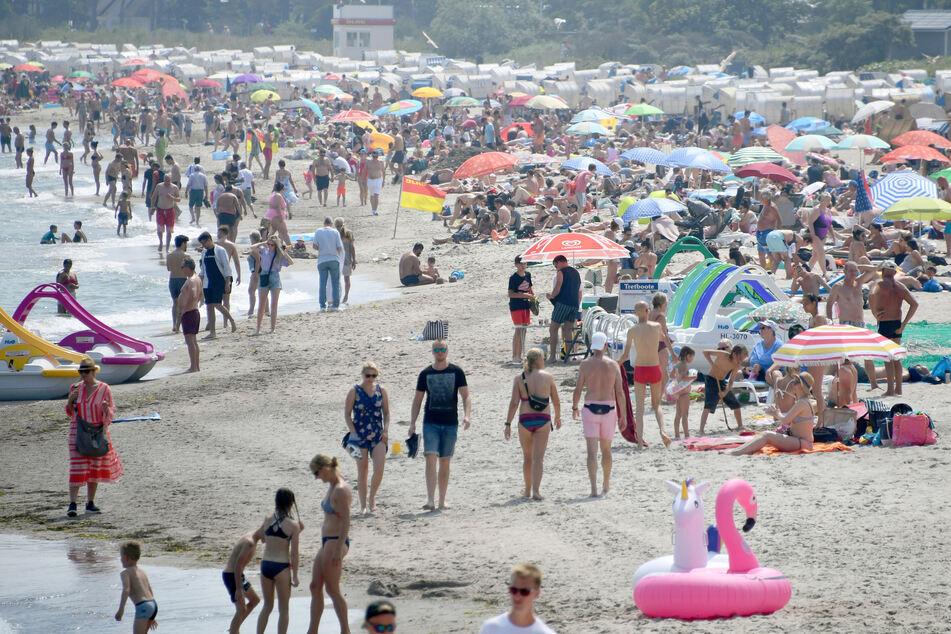 Corona-Alarm an beliebtem Ostseestrand! Touristin schleppt Virus ein