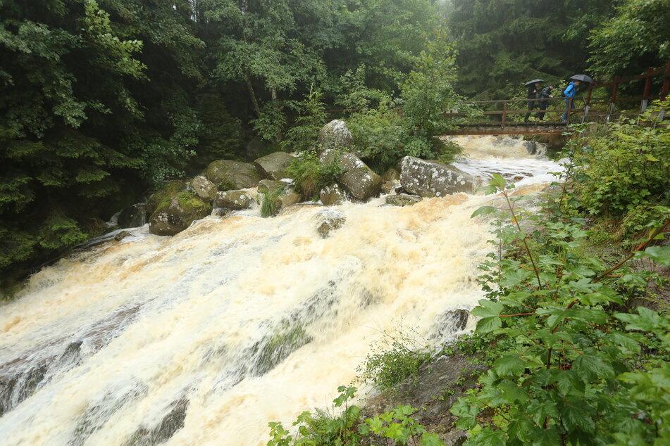 Tagelanger Dauerregen hat die Pegel der Gewässer ansteigen lassen.
