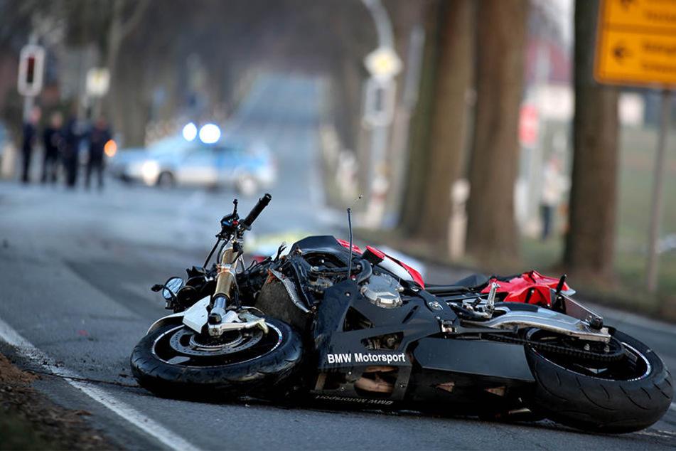 Der Motorradfahrer (24) aus Melle verstarb ebenso wie der Rennradfahrer (16) aus Bünde.