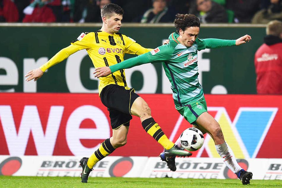 Thomas Delaney (r.) im Duell mit seinem zukünftigen Mannschaftskameraden Christian Pulisic (l.).