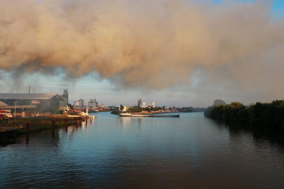 Riesige Rauchwolke zieht über die Stadt: Was ist da passiert?