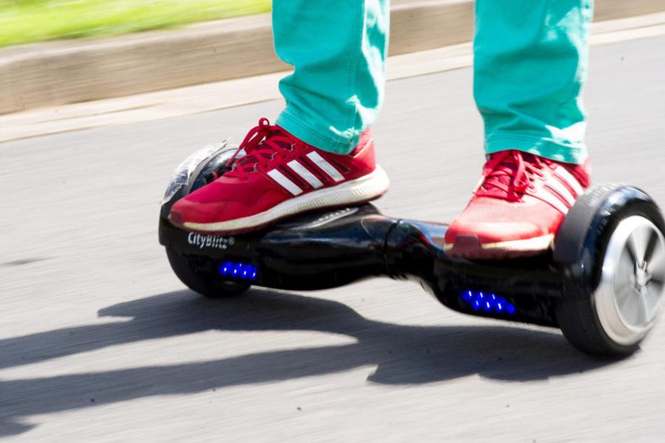 Hoverboards sind sehr beliebt, dürfen aber nicht auf öffentlichen Straßen benutzt werden.