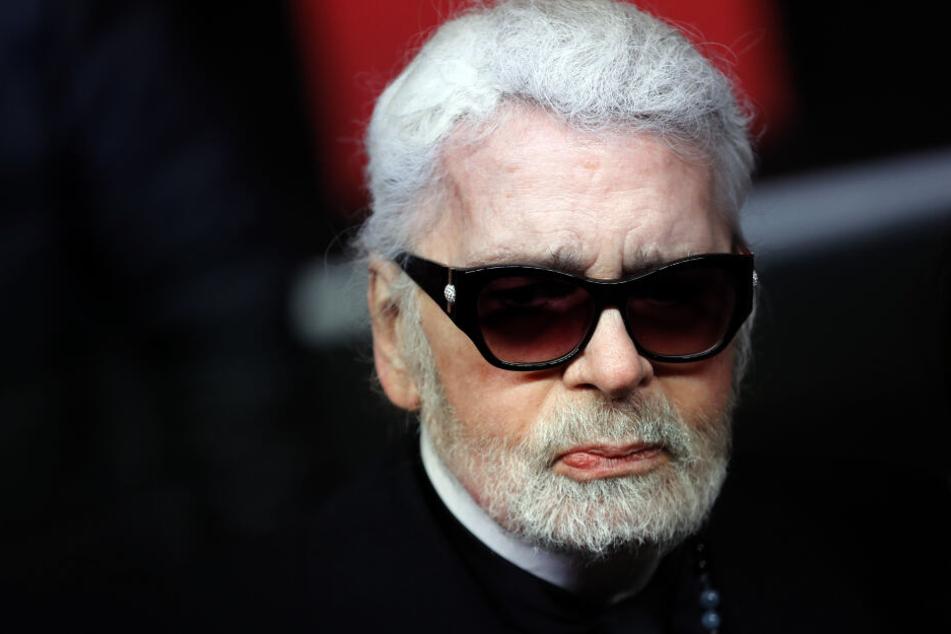 Zu Lagerfelds Alter gibt es unterschiedliche Angaben - die Stil-Ikone selbst sagt,1935 geboren zu sein.