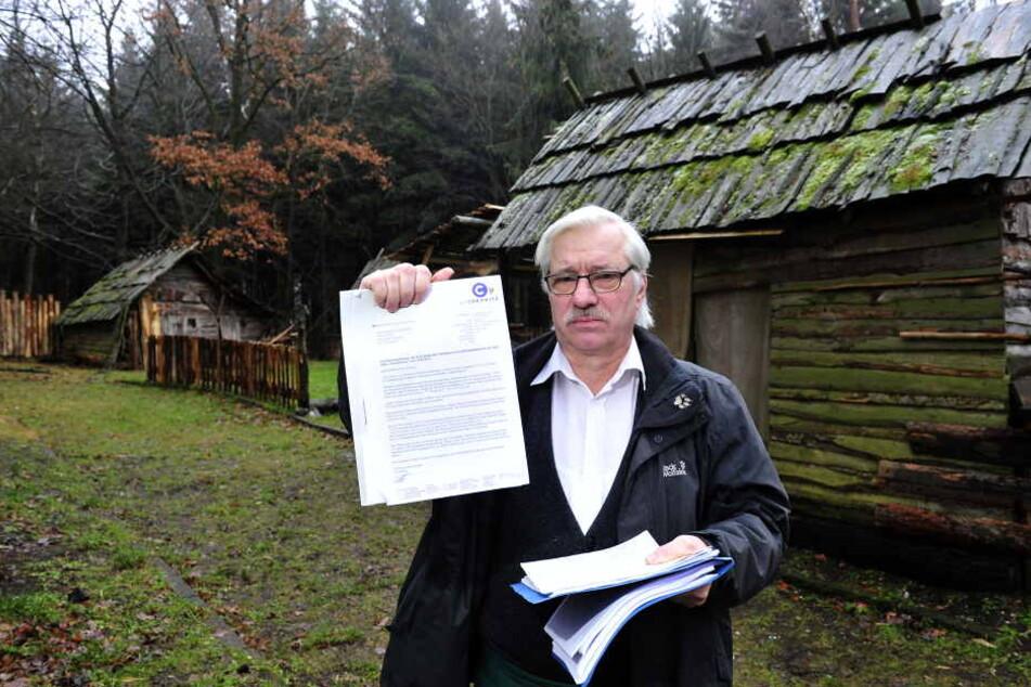 Lutz Weidner (61) betreibt den Adelsbergturm und hat das Gelände, auf dem die Hütten stehen, gepachtet.