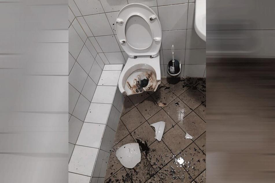 """Die Toilette nach dem """"Anschlag""""."""