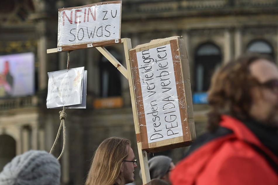 Staatsanwaltschaft erlaubt Verkauf von Mini-Galgen für Merkel und Gabriel