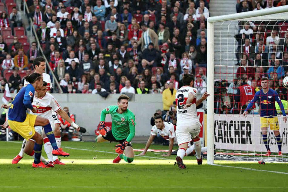 Das 1:0 in der 6. Minute: Timo Werner (r.) legte den Ball flach vors Tor, Yussuf Poulsen (l.) musste nur noch den Fuß hinhalten.