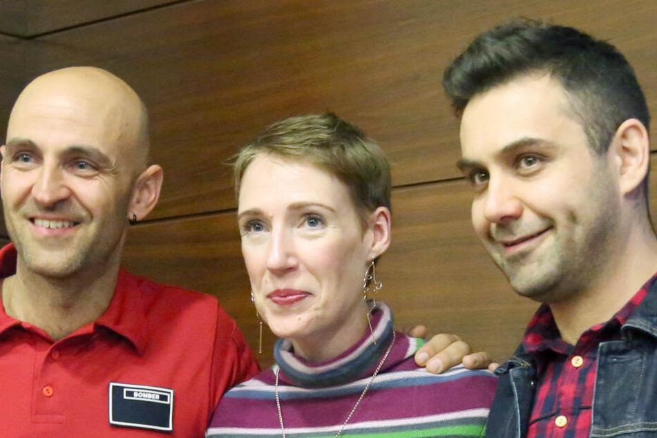 Audrey Mash (34) posiert mit ihrem Mann (r.) und einem ihrer Retter.