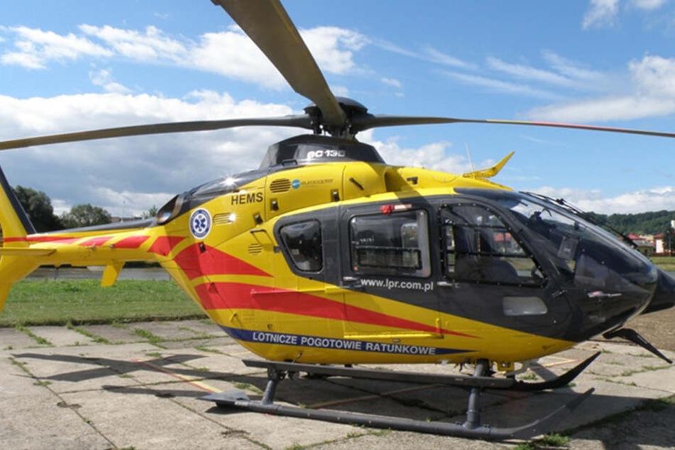 Im Einsatz sind auch mehrere Rettungshubschrauber.
