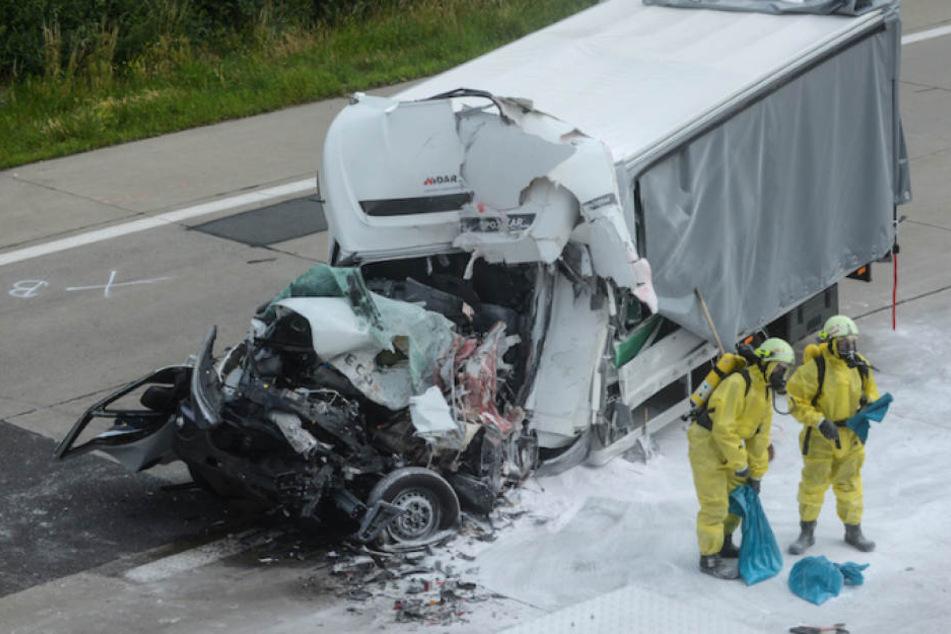 Gefahrengut-Unfall mit einem Toten: Autobahn voll gesperrt, Menschen im Umkreis evakuiert