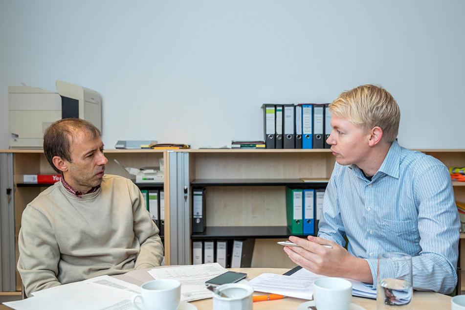 Ehrenamtskoordinator Clemens Hirschwald (53, li.) im Gespräch mit TAG24-Reporter Dominik Brüggemann.