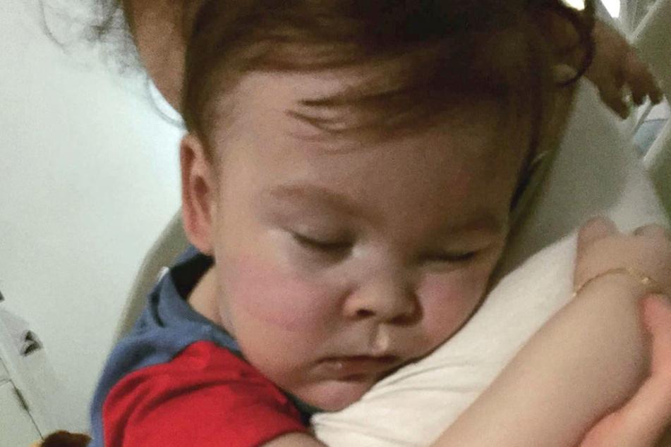 Der kleine Alfie leidet unter einer schweren neurologischen Krankheit.