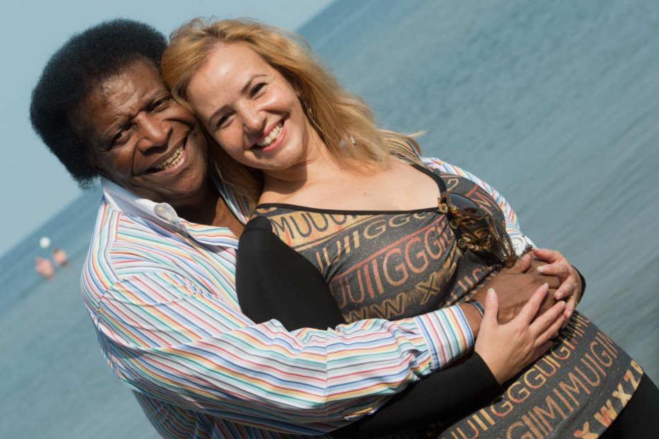 Roberto Blanco und seine Frau Luzandra Blanco, die 40 Jahre jünger ist als der Schlagerstar.