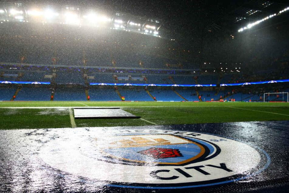 Land unter in Manchester. Bei diesen Wetterbedingungen ist an Fußball nicht zu denken.