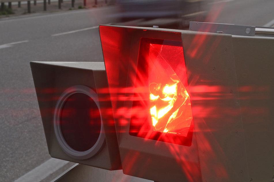 Raser-Wahn auf der A6: Über 450 Temposünder in drei Stunden