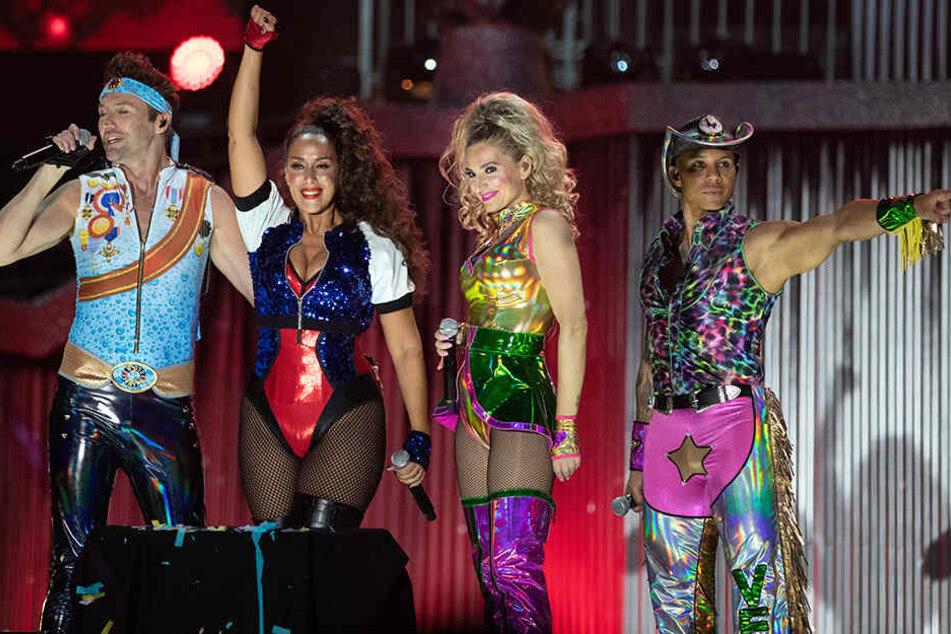 """Was für ein Erfolg! Die österreichische Regierungskrise hat dem 20 Jahre alten Hit """"We're Going to Ibiza"""" der Eurodance-Band Vengaboys zu neuem Glanz verholfen."""