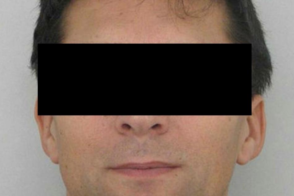 Fast 1200 Kontakte fanden die Ermittler in dem Netzwerk von Zdenek Pfeifer (49)