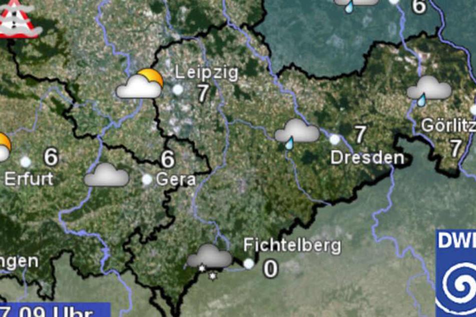 Aktuell ist es in Leipzig und Dresden mit 7 Grad am wärmsten. Bei Temperaturen um 0 Grad kann aus auf dem Fichtelberg immer wieder Schneeschauer geben.