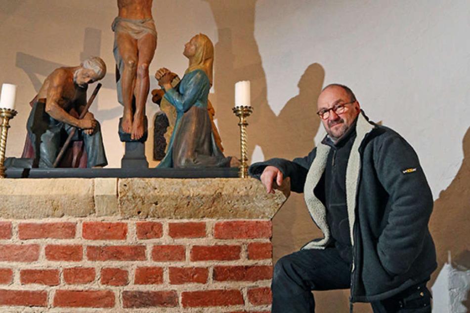 """Diplom-Restaurator Michael Gruner am """"Katzenstein""""."""