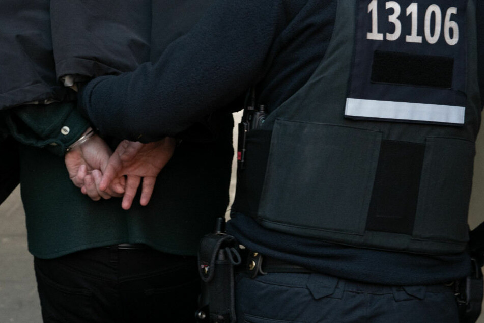 Die Polizei konnte einen Verdächtigen festnehmen. (Symbolbild)