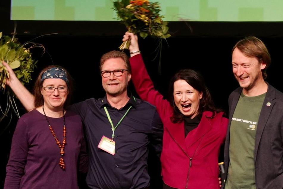 Neben den beiden Spitzenkandidaten stehen die Thüringer Landesvorsitzenden Denis Peisker und Stephanie Erben.