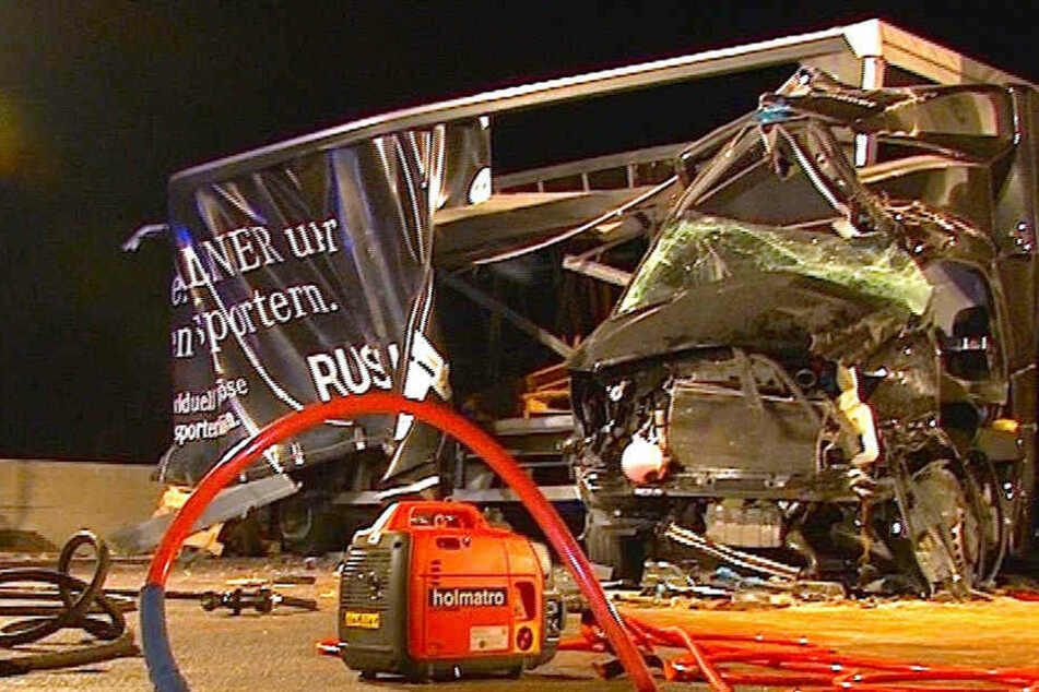 Keine Rettungsgasse! Helfer müssen auf Autobahn zu schwerverletzten Personen laufen