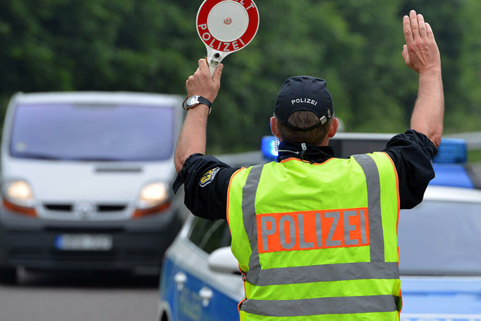 Zu dumm: Mann fährt nach Führerscheinabgabe direkt in Polizeikontrolle