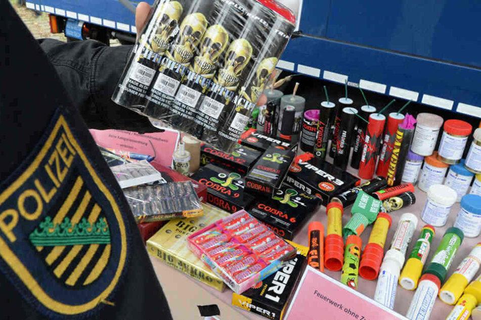 Die beiden Jugendlichen kauften in Tschechien hierzulande verbotene und nur unter hohen Auflagen zugelassene Feuerwerkskörper. (Symbolbild)