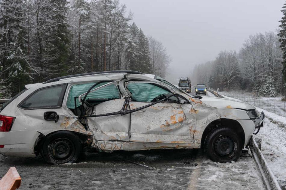 Der Fahrer des Skoda musste ins Krankenhaus eingeliefert werden.