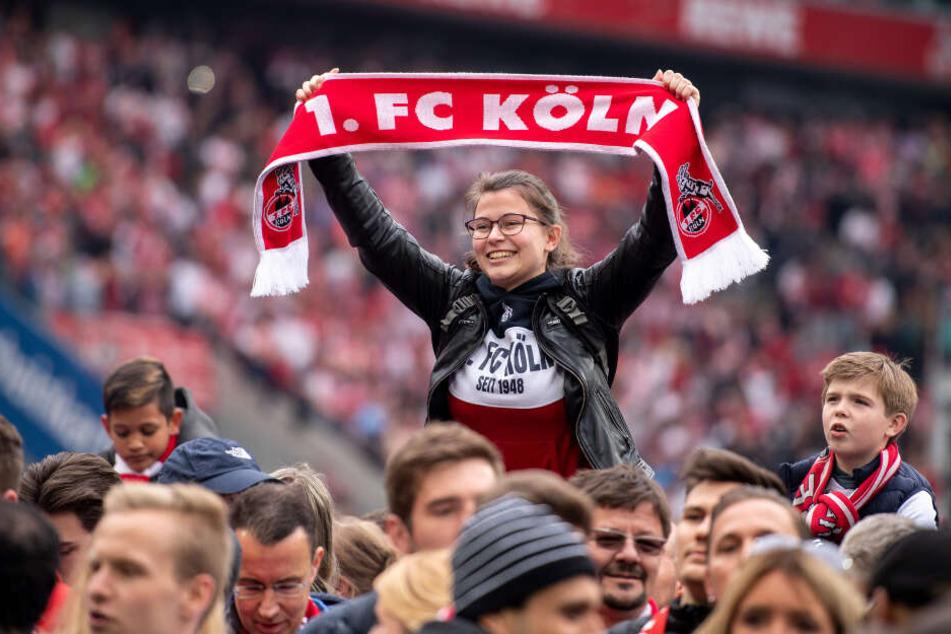 Auf den Vorwiesen des Stadions wird den Kölner Fans einiges geboten.
