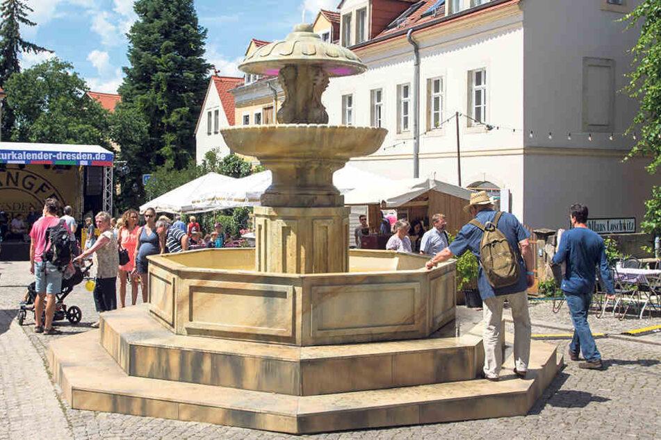 Was die Römer können, schaffen die Dresdner in Loschwitz allemal: nämlich einen Brunnen wie vor dem Petersdom bauen.