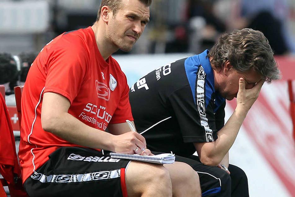 Das Spiel der Arminen sorgte bei Chef-Coach Jeff Saibene (re.) scheinbar für Verzweiflung.