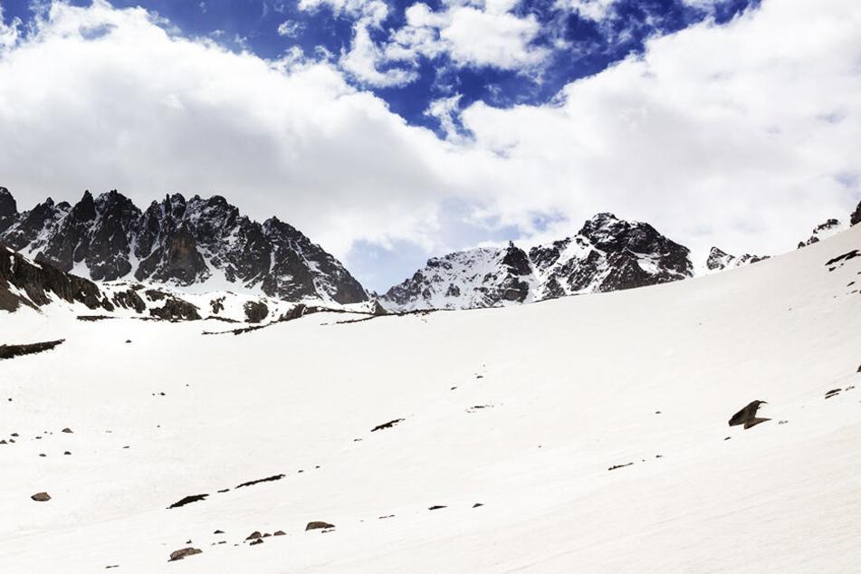 Eine 43-jährige Österreicherin ist in Tirol beim Bruch einer Schneewechte ums Leben gekommen. (Symbolbild)