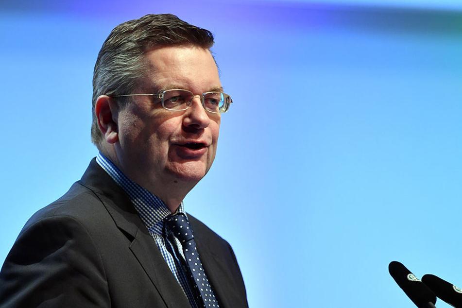 Der DFB-Präsident Reinhard Grindel will die Reform aus der Agenda des außerordentlichen Bundestags streichen lassen.