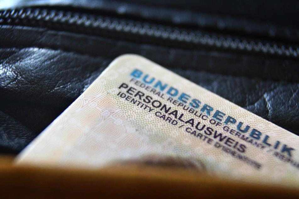 Polizei nimmt internationalen Ausweisfälscher-Ring hoch