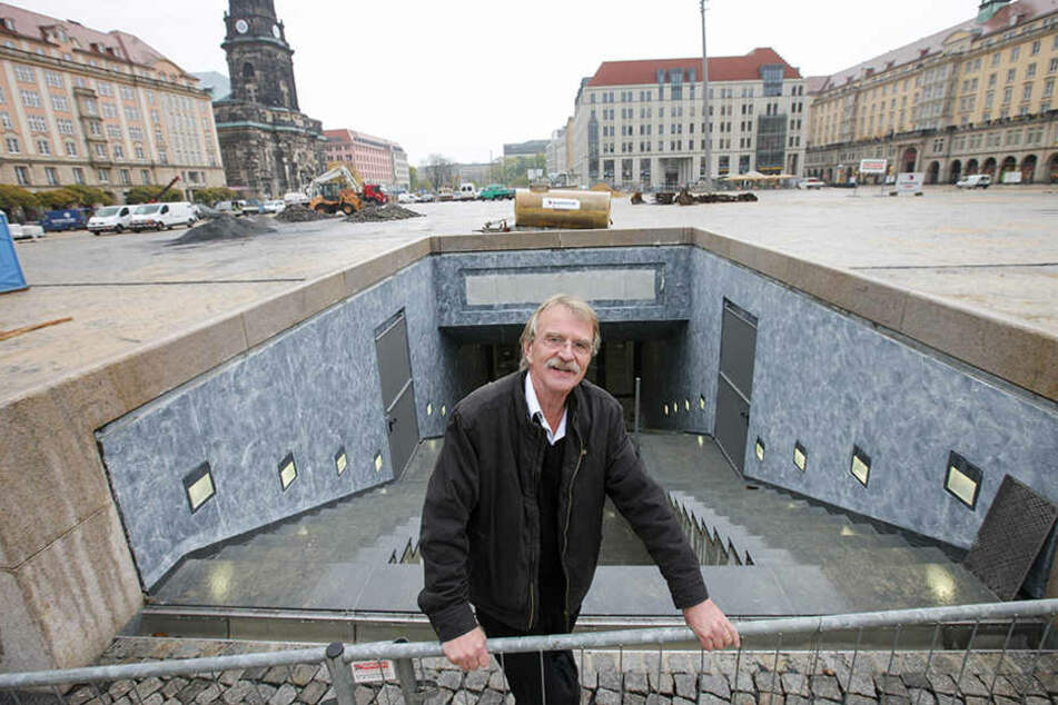 """Da war die Welt noch in Ordnung: Bauunternehmer Dieter Füsslein (77) auf dem """"neuen"""" Altmarkt."""
